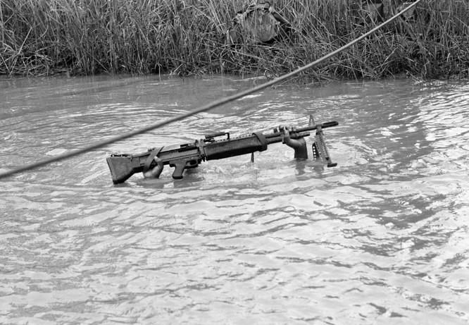 Những bức ảnh khốc liệt nhất về cuộc chiến của Mỹ tại Việt Nam ảnh 12