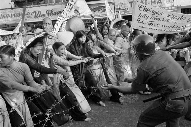 Những bức ảnh khốc liệt nhất về cuộc chiến của Mỹ tại Việt Nam ảnh 15