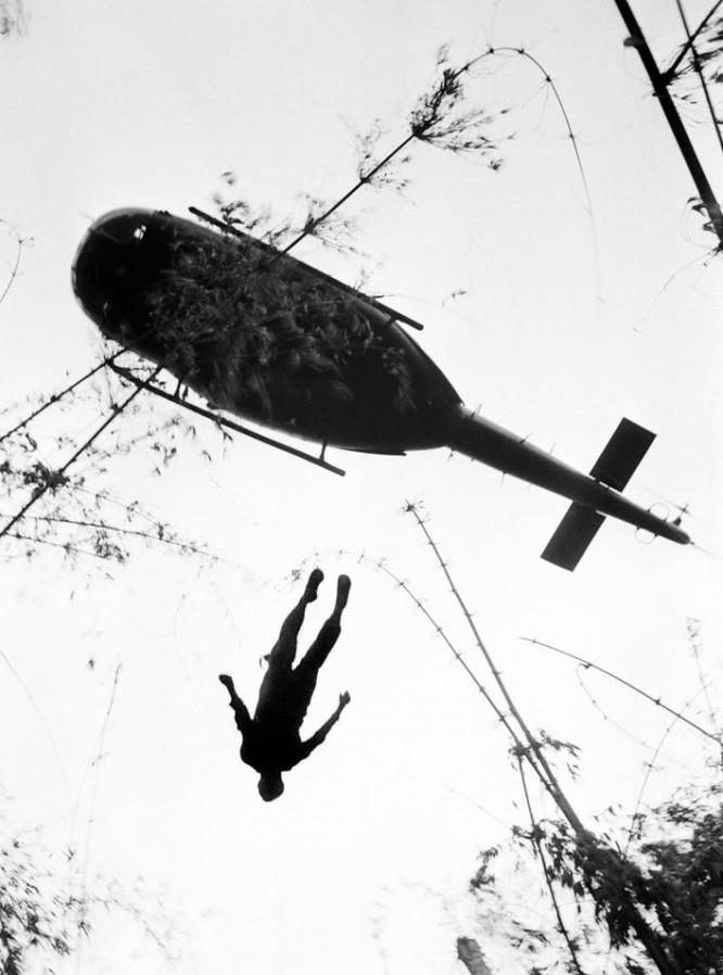 Những bức ảnh khốc liệt nhất về cuộc chiến của Mỹ tại Việt Nam ảnh 18