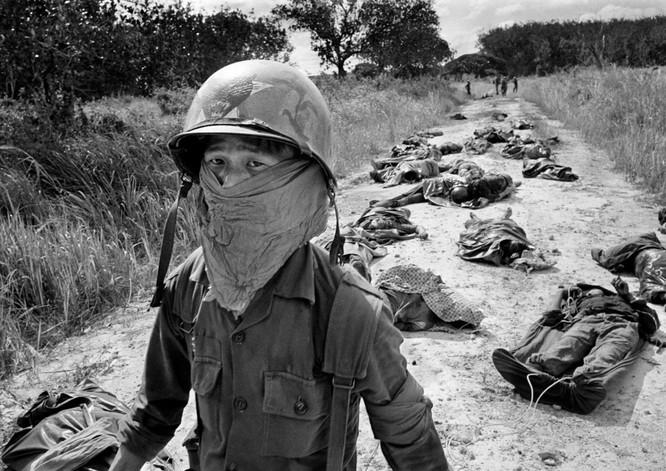 Những bức ảnh khốc liệt nhất về cuộc chiến của Mỹ tại Việt Nam ảnh 24