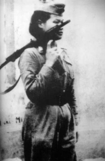 Bóng hồng Việt Nam - trên cả anh hùng - (phần 1) ảnh 4