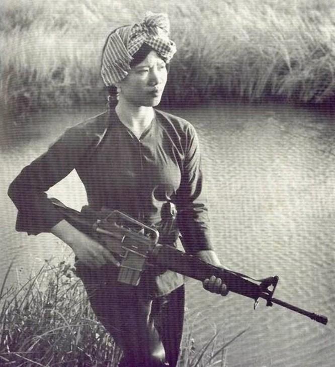Bóng hồng Việt Nam - trên cả anh hùng - (phần 1) ảnh 15