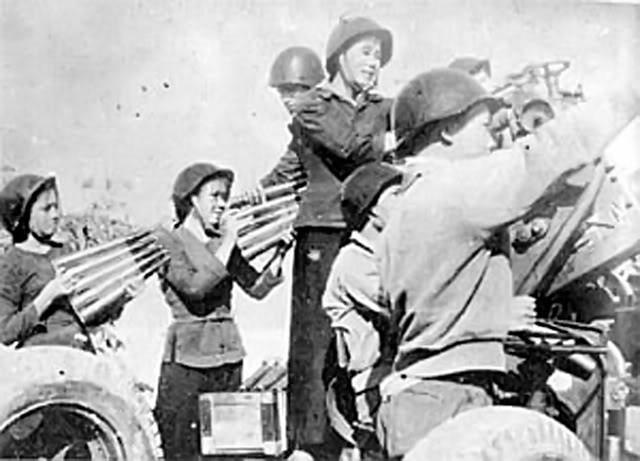 Bóng hồng Việt Nam - trên cả anh hùng - (phần 1) ảnh 34