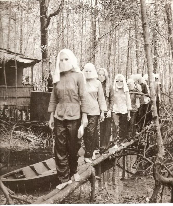 Bóng hồng Việt Nam - trên cả anh hùng - (phần 1) ảnh 35