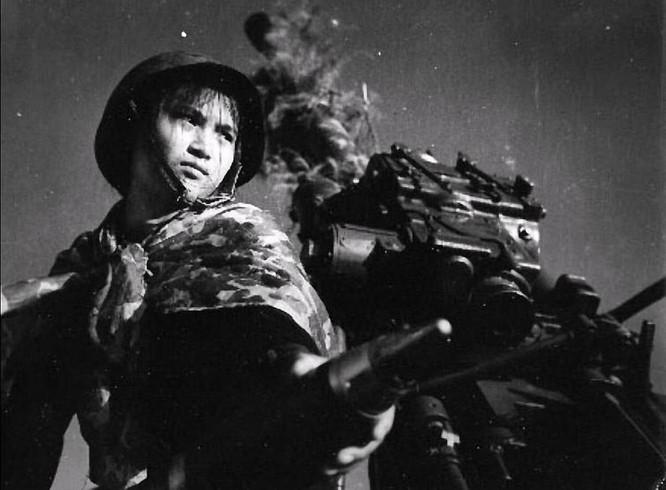 Bóng hồng Việt Nam - trên cả anh hùng - (phần 2) ảnh 1