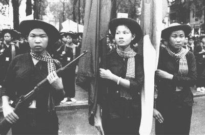 Bóng hồng Việt Nam - trên cả anh hùng - (phần 2) ảnh 41