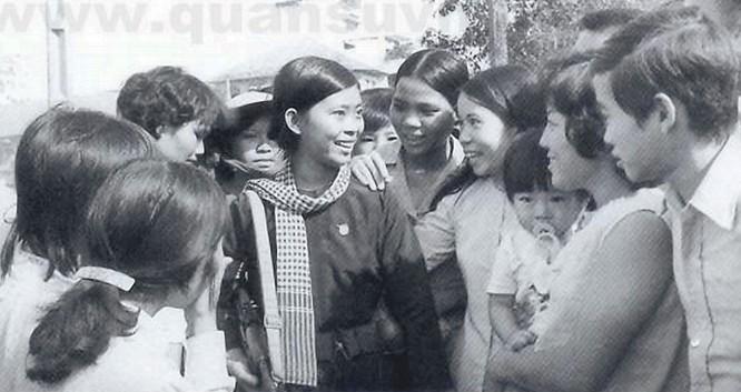 Bóng hồng Việt Nam - trên cả anh hùng - (phần 2) ảnh 25