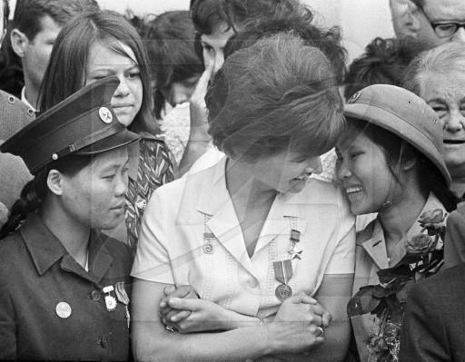 Bóng hồng Việt Nam - trên cả anh hùng - (phần 2) ảnh 29
