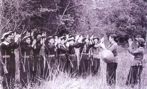 Bóng hồng Việt Nam - trên cả anh hùng - (phần 2) ảnh 30