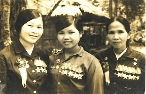 Bóng hồng Việt Nam - trên cả anh hùng - (phần 2) ảnh 33