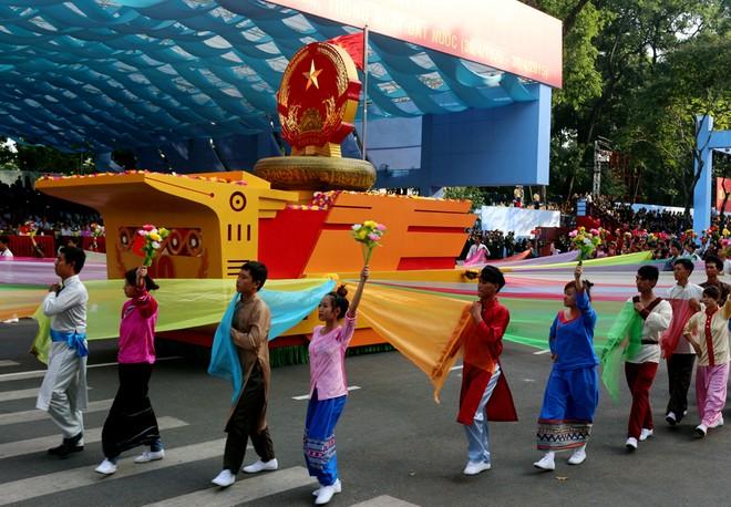 Hàng chục nghìn người tổng duyệt mít tinh mừng lễ 30/4 ảnh 2
