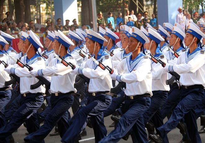 Hàng chục nghìn người tổng duyệt mít tinh mừng lễ 30/4 ảnh 7