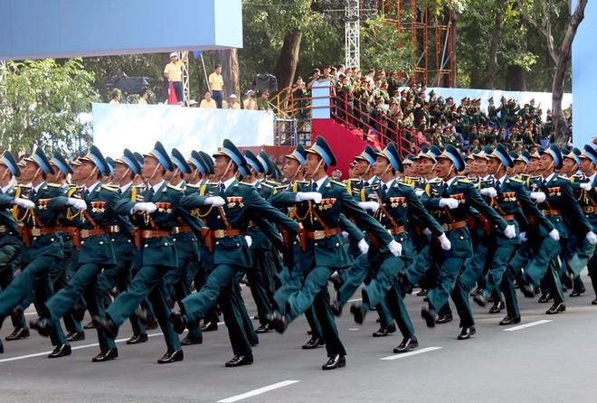 Hàng chục nghìn người tổng duyệt mít tinh mừng lễ 30/4 ảnh 10