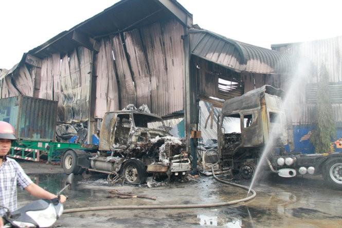 Cháy nổ dữ dội kho chứa sơn và hóa chất tại Bình Dương ảnh 1