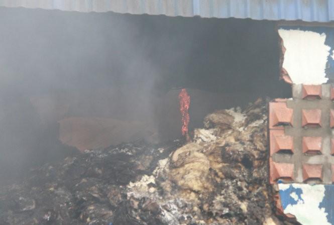 Cháy nổ dữ dội kho chứa sơn và hóa chất tại Bình Dương ảnh 2