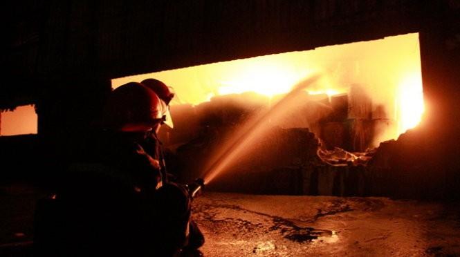Cháy nổ dữ dội kho chứa sơn và hóa chất tại Bình Dương ảnh 6