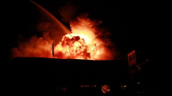 Cháy nổ dữ dội kho chứa sơn và hóa chất tại Bình Dương ảnh 10