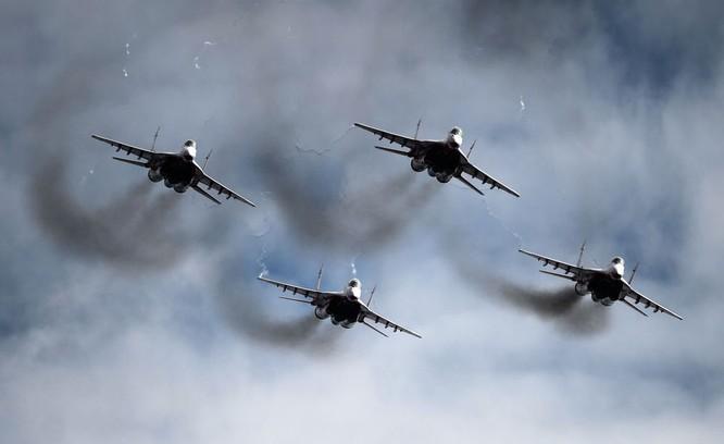 Chiến đấu cơ Nga 'làm xiếc' chuẩn bị cho duyệt binh ảnh 6