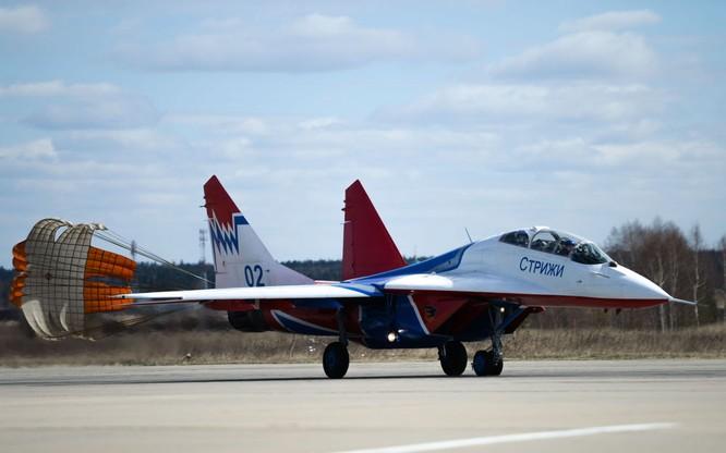 Chiến đấu cơ Nga 'làm xiếc' chuẩn bị cho duyệt binh ảnh 7