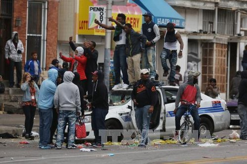 Mỹ: Hơn 200 người bị bắt giữ trong vụ bạo loạn ở Baltimore ảnh 1
