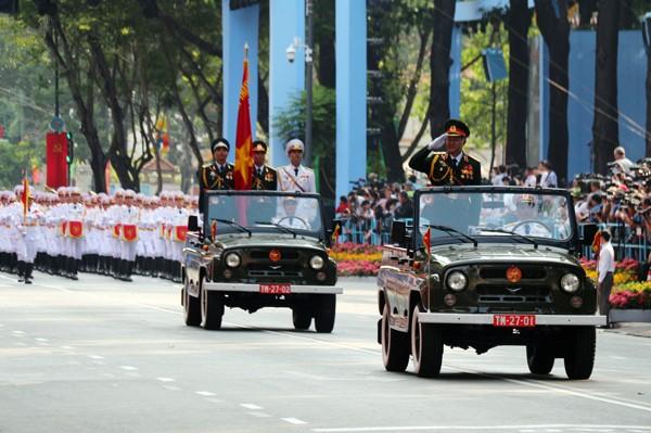 TP HCM diễu binh mừng ngày thống nhất ảnh 8