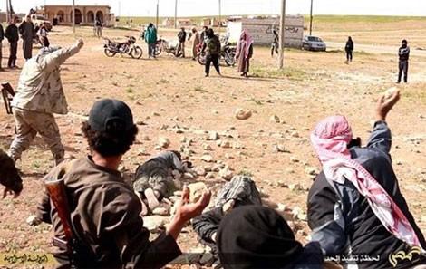 Hai người đàn ông bị IS hành quyết bằng cách dùng bê tông đập ảnh 1