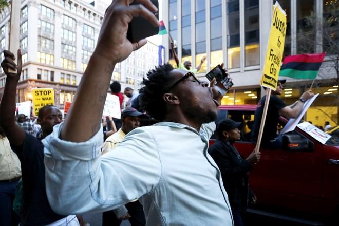 Biểu tình từ Baltimore lan khắp nước Mỹ ảnh 9