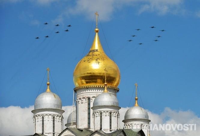 Cận cảnh không quân Nga diễn tập diễu hành trên bầu trời Moscow ảnh 1