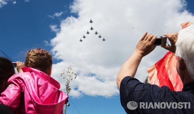 Cận cảnh không quân Nga diễn tập diễu hành trên bầu trời Moscow ảnh 4