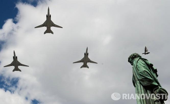 Cận cảnh không quân Nga diễn tập diễu hành trên bầu trời Moscow ảnh 5