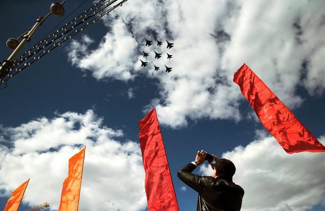Cận cảnh không quân Nga diễn tập diễu hành trên bầu trời Moscow ảnh 12