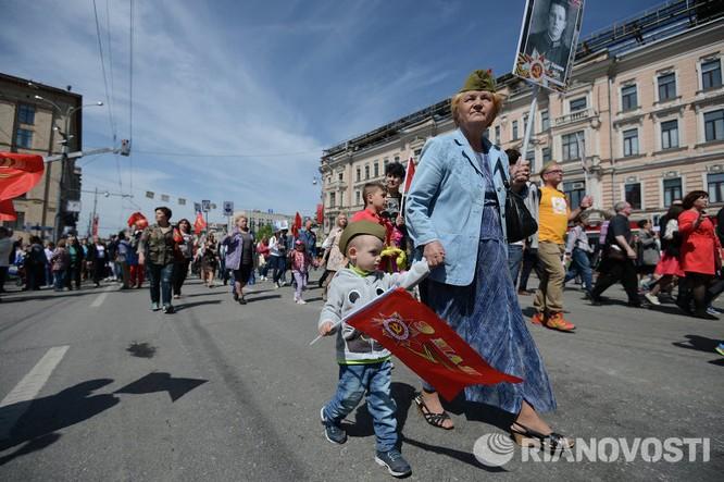"""12 triệu người Nga tham gia tuần hành """"Trung đoàn bất tử"""" ảnh 10"""