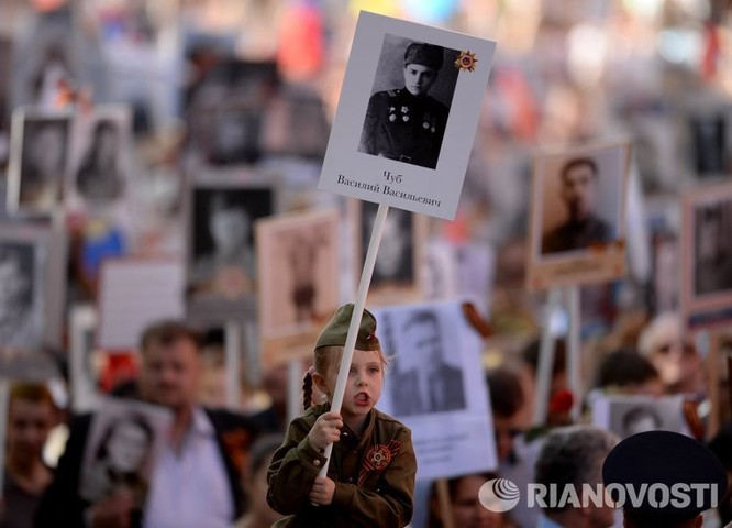 """12 triệu người Nga tham gia tuần hành """"Trung đoàn bất tử"""" ảnh 12"""