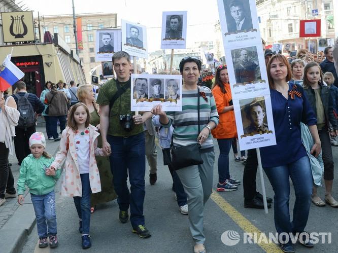 """12 triệu người Nga tham gia tuần hành """"Trung đoàn bất tử"""" ảnh 13"""