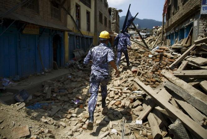 Chùm ảnh trận động đất mới hoảng loạn Nepal ảnh 1