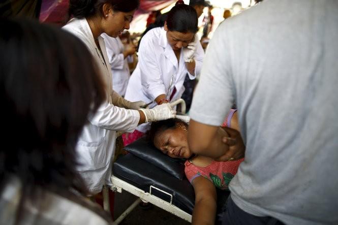 Chùm ảnh trận động đất mới hoảng loạn Nepal ảnh 2
