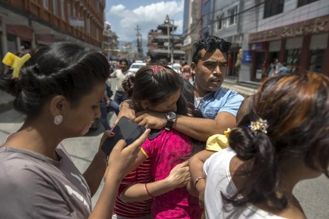 Chùm ảnh trận động đất mới hoảng loạn Nepal ảnh 3