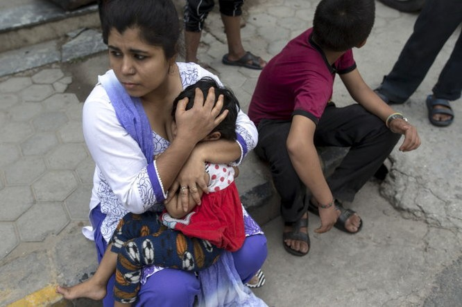 Chùm ảnh trận động đất mới hoảng loạn Nepal ảnh 4