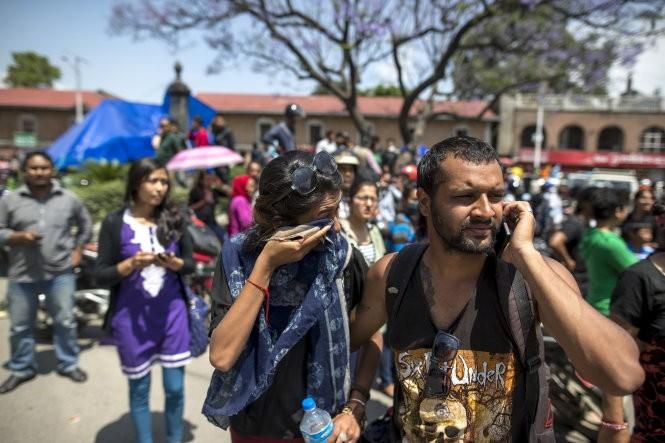 Chùm ảnh trận động đất mới hoảng loạn Nepal ảnh 5