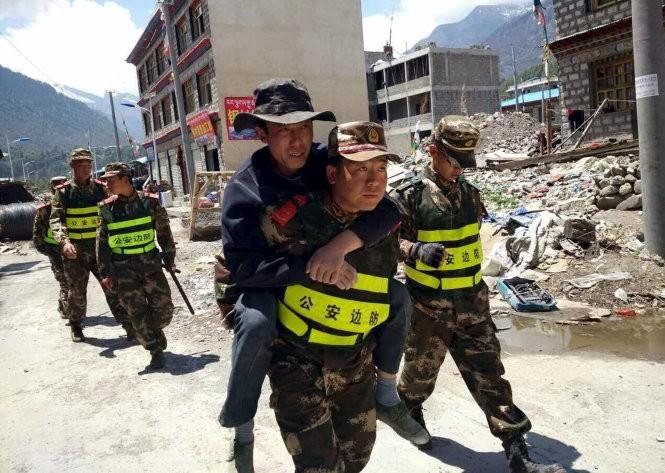Chùm ảnh trận động đất mới hoảng loạn Nepal ảnh 6