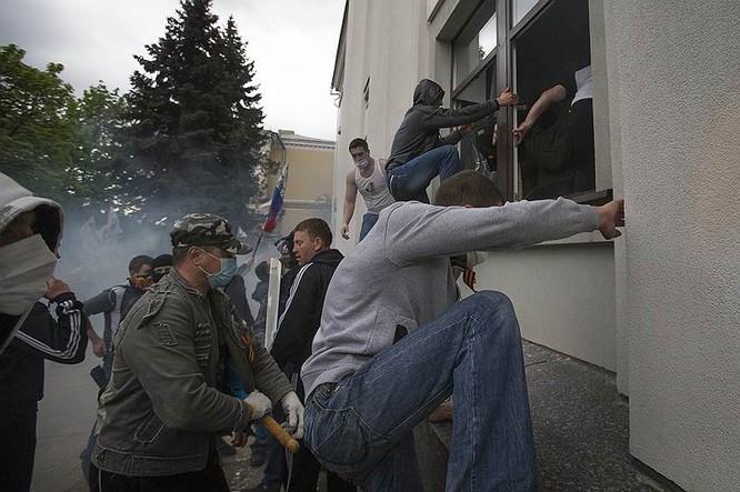 Cận cảnh xung đột Ukraine: một năm thảm họa ảnh 13