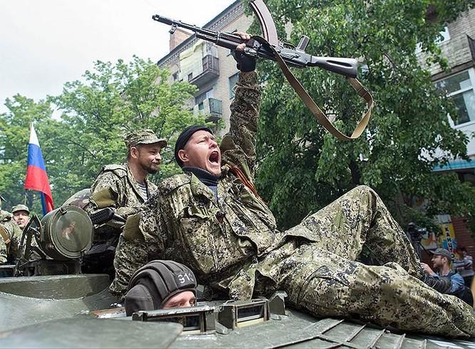 Cận cảnh xung đột Ukraine: một năm thảm họa ảnh 21