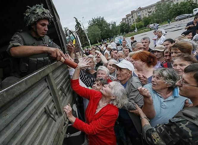 Cận cảnh xung đột Ukraine: một năm thảm họa ảnh 35