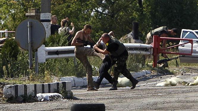 Cận cảnh xung đột Ukraine: một năm thảm họa ảnh 44