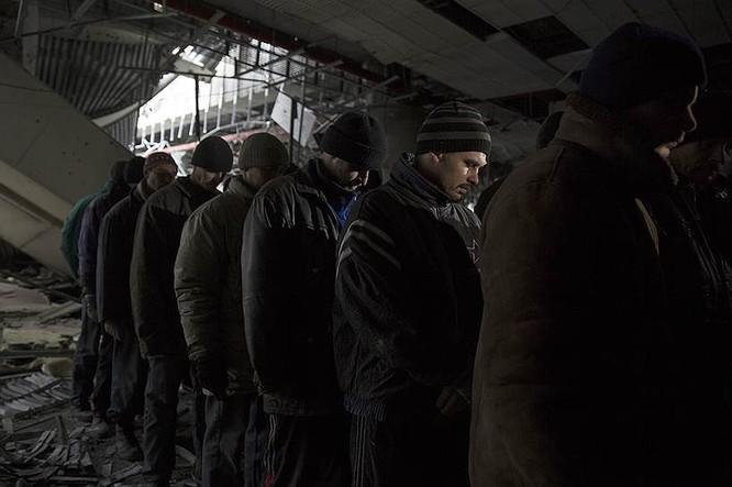 Cận cảnh xung đột Ukraine: một năm thảm họa ảnh 89