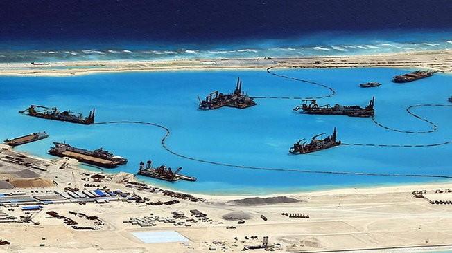 Hình ảnh tài liệu về việc Trung Quốc xây dựng trái phép ở các đảo ở biển Đông - Ảnh: Reuters