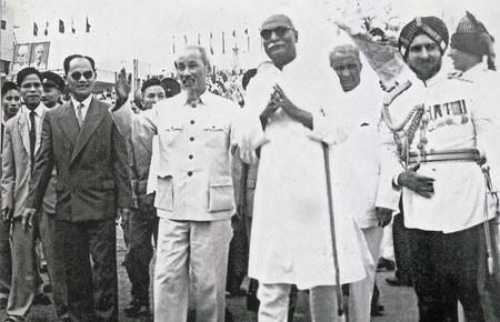 """Hồ Chí Minh và phương châm """"ngũ tri"""" với nước lớn ảnh 2"""
