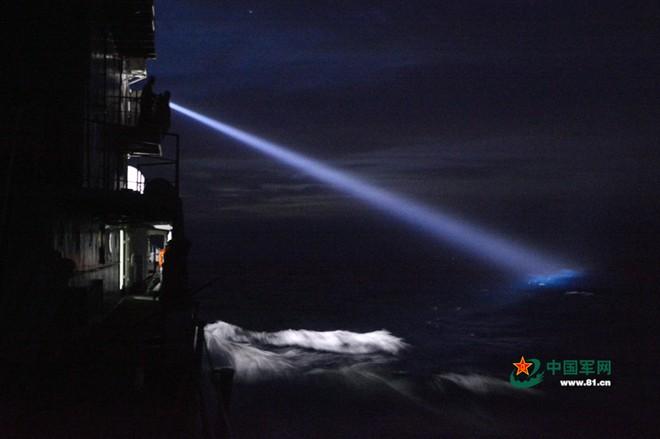 Trung Quốc tập trận cả ngày đêm trên Biển Đông ảnh 3