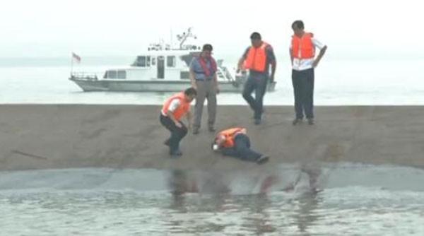 Tàu chở hơn 450 người chìm ở Trung Quốc ảnh 26