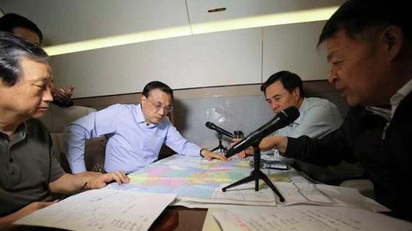 Tàu chở hơn 450 người chìm ở Trung Quốc ảnh 43